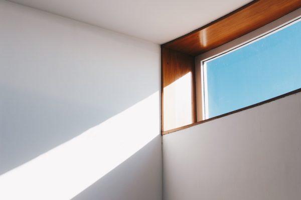 fönster med dagsljus